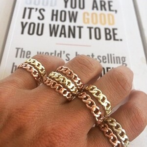 - MEDIUM SIZE GOLD CHAIN RING