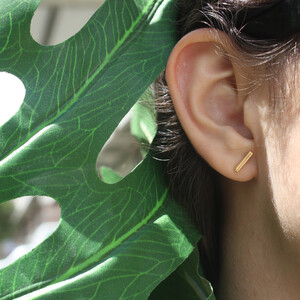 - MINI BAR STUDS EARRINGS (1)